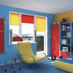 Красно-желтые рулонные шторы под цвет комнаты