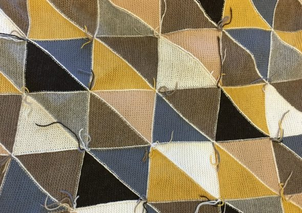 Крючком соединяем два соседних треугольника