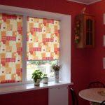Кухонные роликовые шторы к желто-красных тонах