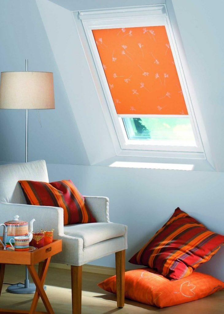 Морковные шторы black-out на мансардном окне