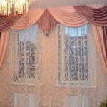 Мягкий двухцветный ламбрекен и шторы под цвет