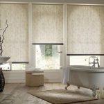 Непрозрачные рулонные шторы можно применять для ванной комнаты