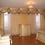 Нежный комбинированный ламбрекен для уютной спальни