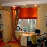 Оранжевая римская штора в детской комнате