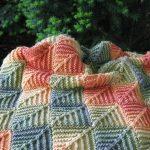 Осеннее покрывало крючком из квадратиков с переходящими цветами