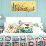 Покрывало в стиле пэчворк отлично смотрится на двуспальной кровати