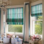 Полосатые римские шторы для просторной детской комнаты