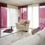 Полупрозрачные шторы бордового и кремового цвета