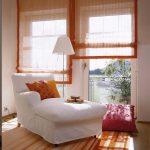 Полупрозраные римские шторы для панорамных окон в гостиную