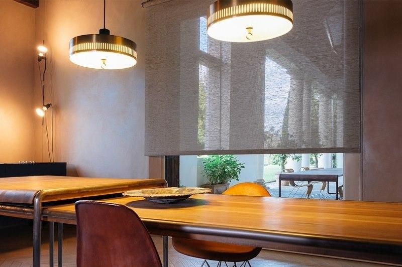 Легкая рулонная штора из прозрачного материала