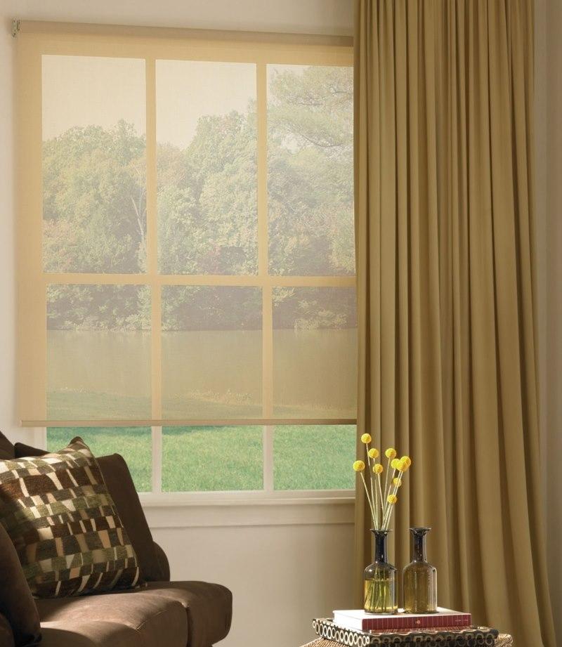 Открытая рулонная штора с полотном из прозрачной ткани