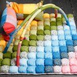 Разноцветное одеяло-коврик бомбон