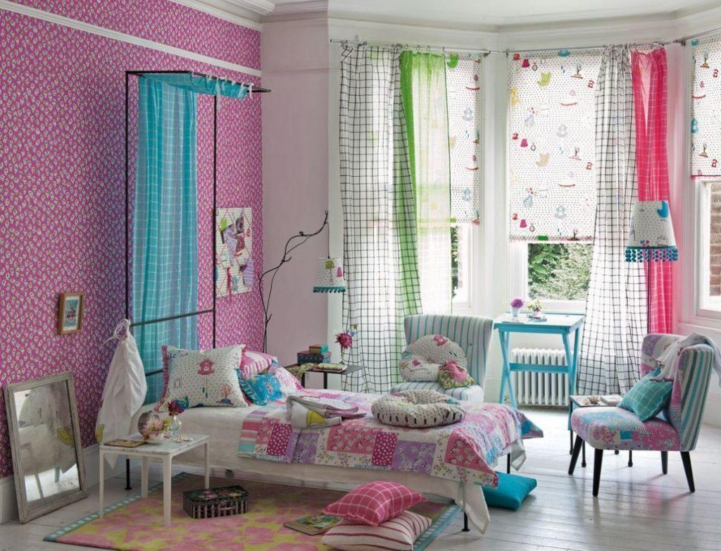 Интерьер детской комнаты с рулонными шторами