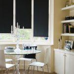 Черные шторы на кухонном окне