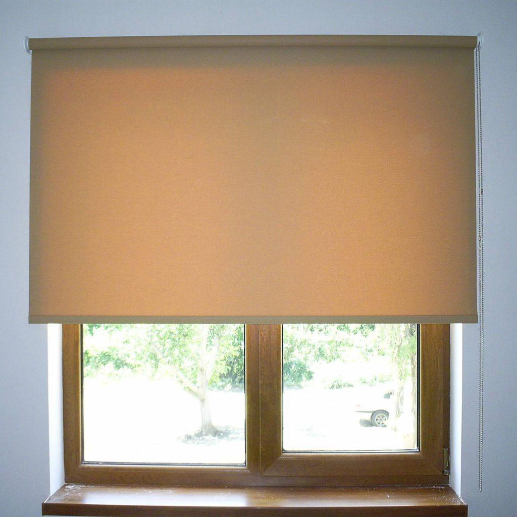 Закрепление рулонной шторы на стене над проемом окна