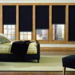 Спальная комната с большим окном