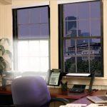 Дизайн рабочего кабинета с рулонными шторами