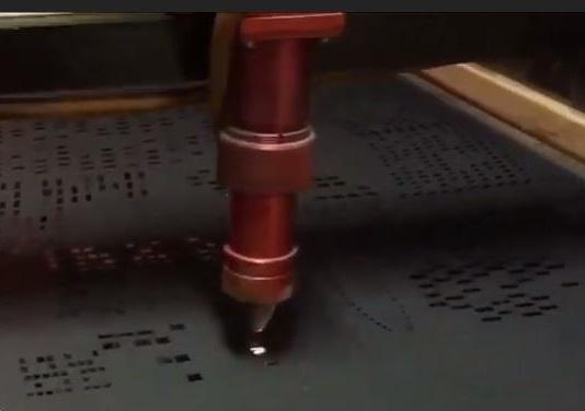 Процесс изготовления перфорированной шторы с помощью лазера
