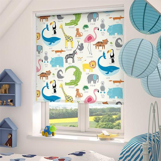 Оформление окна в комнате для маленького мальчика