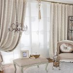 Шторы и гардины в интерьере классической гостиной