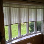 Дугообразное ПВХ-окно с рулонными шторами