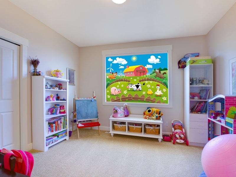 Герои мультфильмов на рулонной шторе в детской