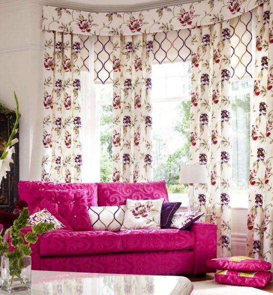 Скромные ламбрекены и шторы в стиле прованс