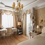 Спальня в классическом стиле с комбинированными ламбрекенами и шторами