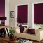 Темные непрозрачные рулонные шторы для уютной гостиной