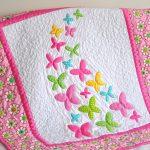 Тонкое одеяльце для девочки с бабочками