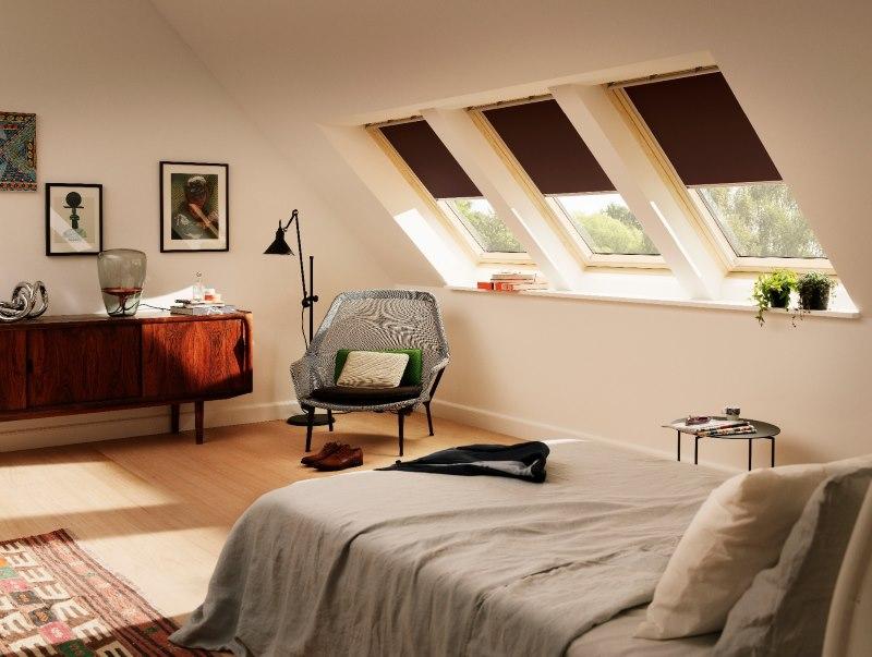 Мансардные окна с рулонными шторами из плотной ткани