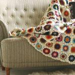 Удобное покрывало из мотивов с разными цветочками