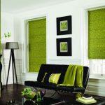 Яркие зеленые римские шторы в тон другим декоративным элементам