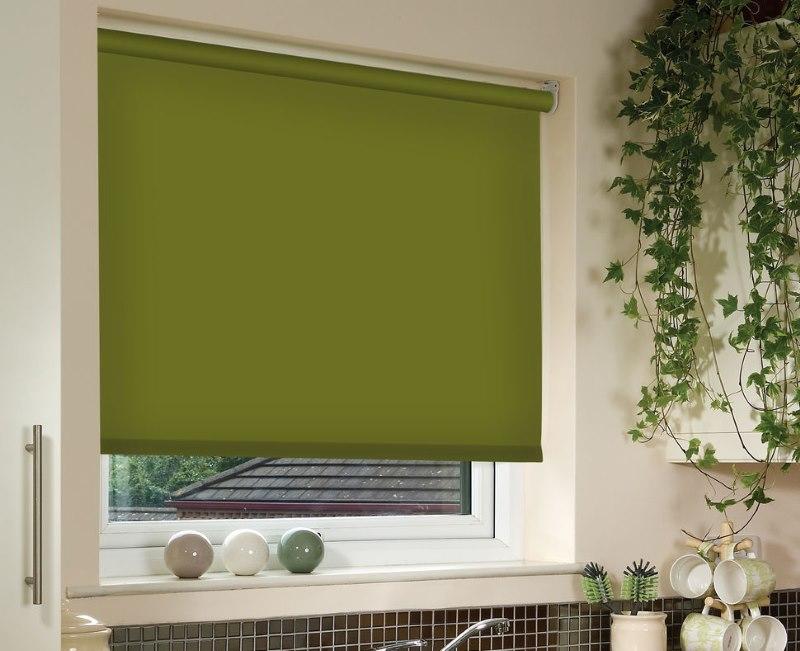 Зеленое полотно рулонной шторы