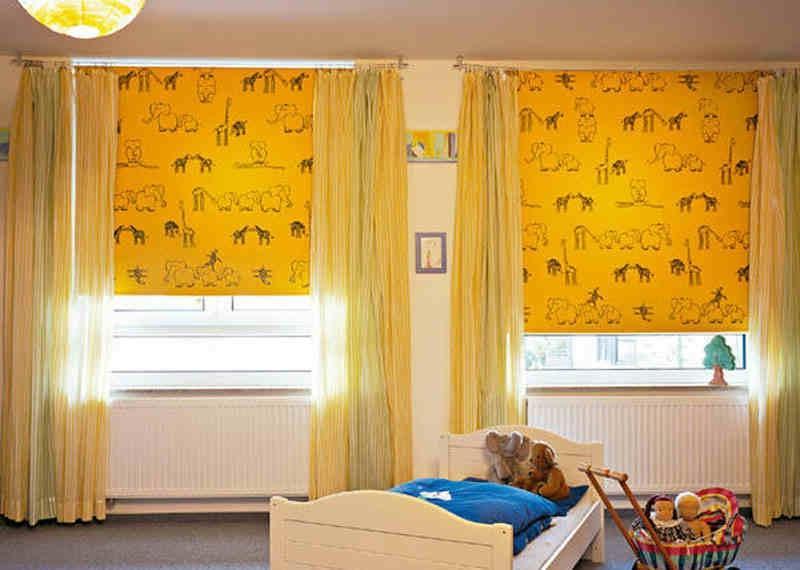 Желтые шторы в интерьере детской комнаты