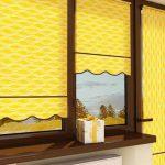Желтые рулонные шторы на балконную дверь