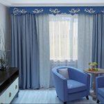 Жесткий синий ламбрекен с белыми завитками