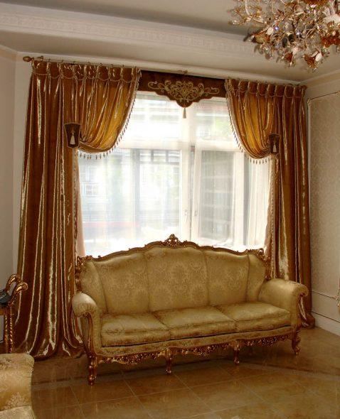 Золотые переливающиеся шторы с ламбрекеном