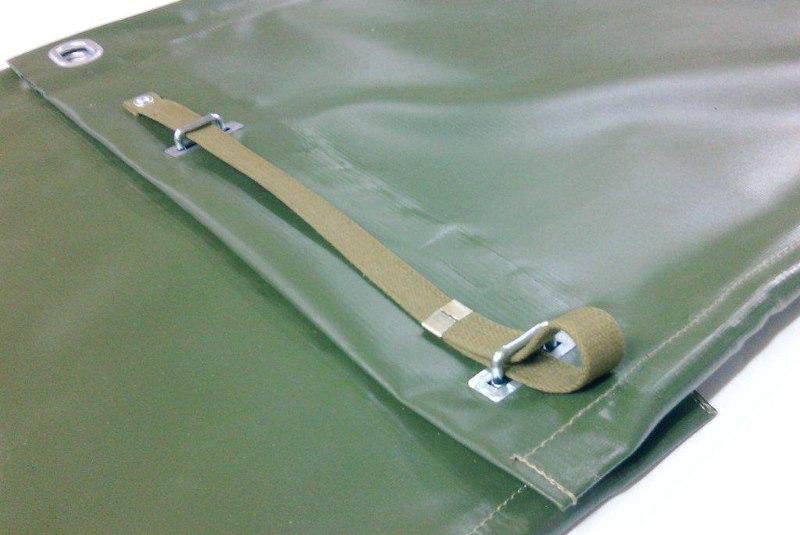Зеленый тент с люверсами овального типа