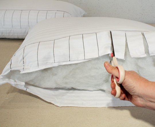 напольные подушки своими руками Разрежьте наволочки евро подушек