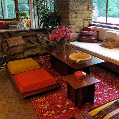 Напольные подушки в восточном стиле