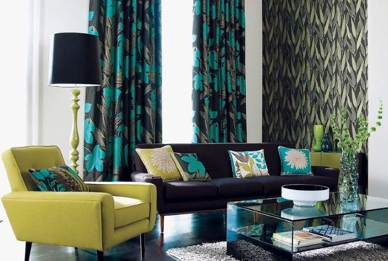 Черно-бирюзовые шторы в современной гостиной