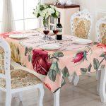 Цветочная скатерть для обеда в домашнем кругу