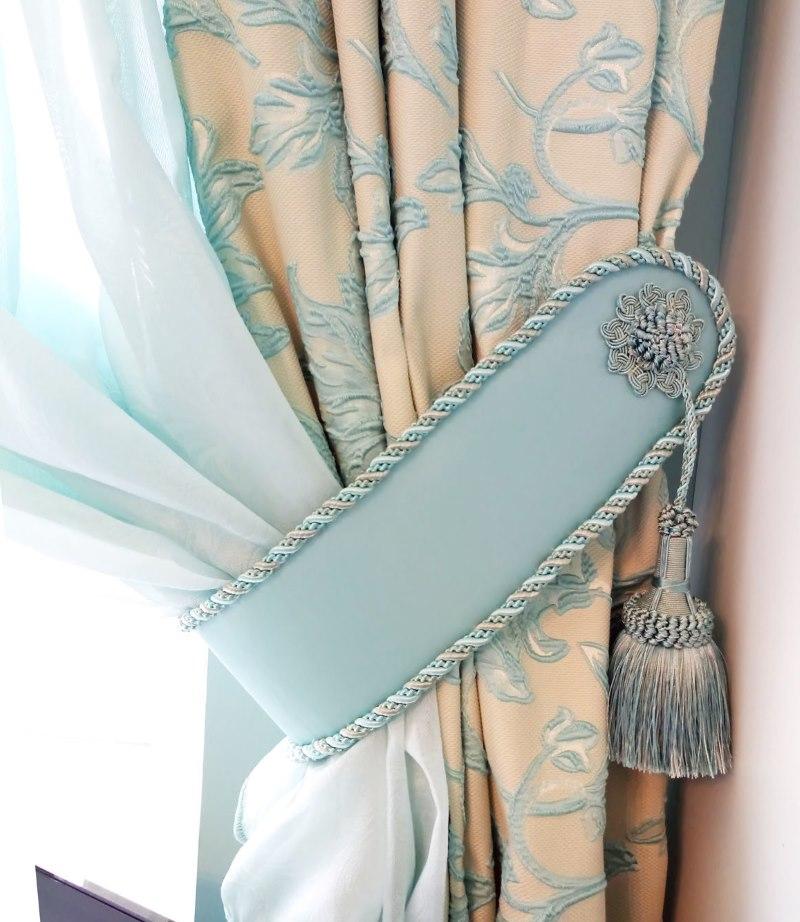 Самодельный подхват для шторы в гостиную