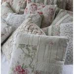 Декоративные подушечки в стиле прованс для кровати