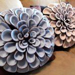 Декоративные подушки с цветами ручной работы