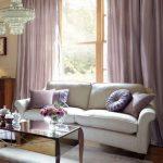 Декоративный текстиль в гостиной выдержан в одной цветовой гамме