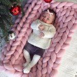 Детский розовый плед крупной вязки