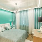 Бирюзовая стена в дизайне спальни