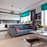 Интерьер кухни-гостиной с бирюзовыми шторами